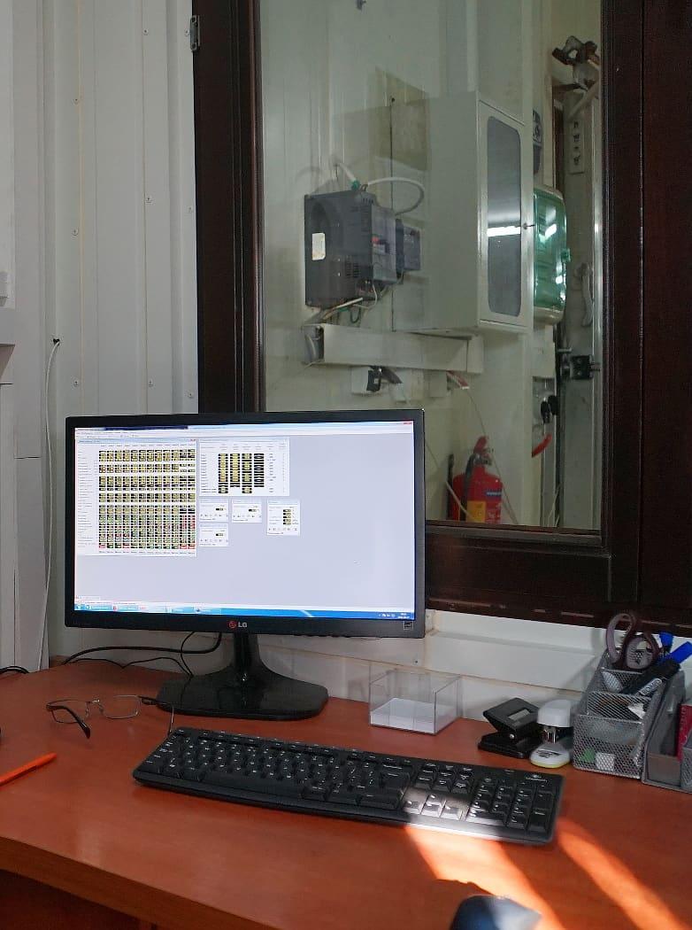 PC z programem LBX do sterowania uprawą grzybów