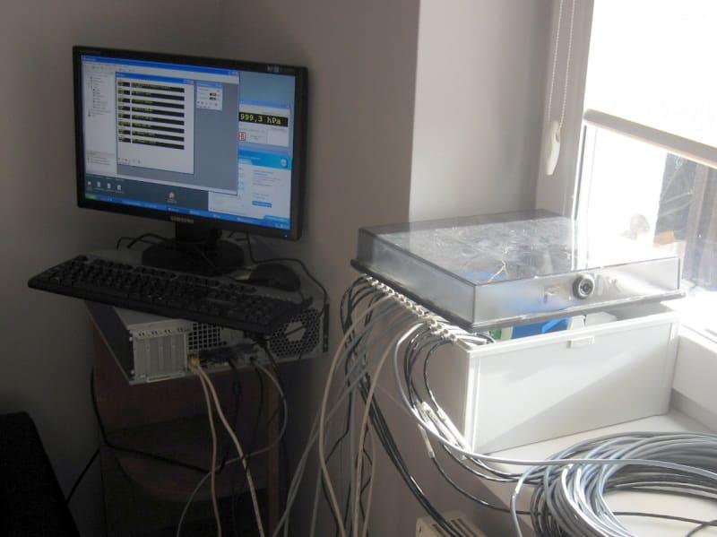 Rys.2: Komputer PC wraz z koncentratorem LB-487