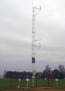 Zdjęcie masztu kratownicowego stacji meteorologicznej